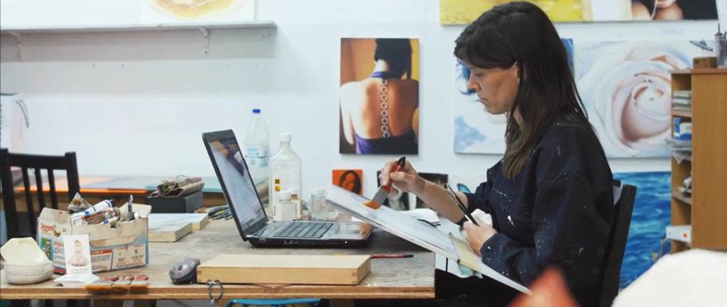 Susanne Wehmer pintura hiperrealista hyperrealistic painting taller aterlier studio hyperrealistische malerei